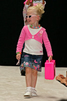 Dillards Fashionshow August 2005 - 100